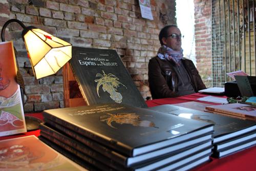 Richard Ely sur son stand de dédicaces en Avesnois